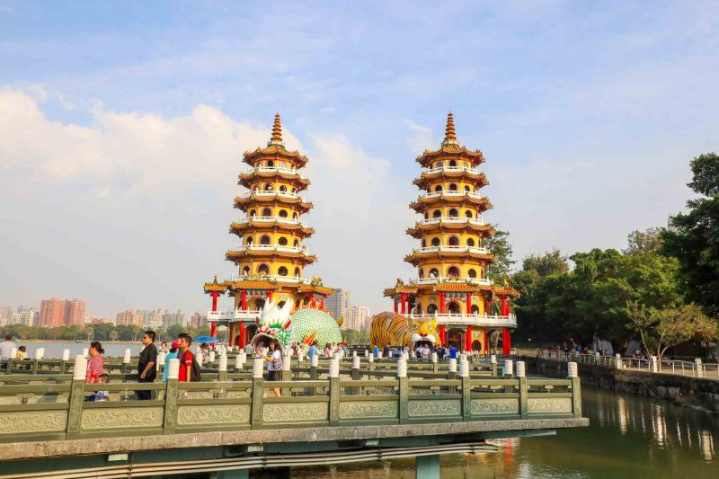 Taiwan 2 Week itinerary, Dragon and Tiger Pagoda Lotus Pond Kaohsiung how to visit