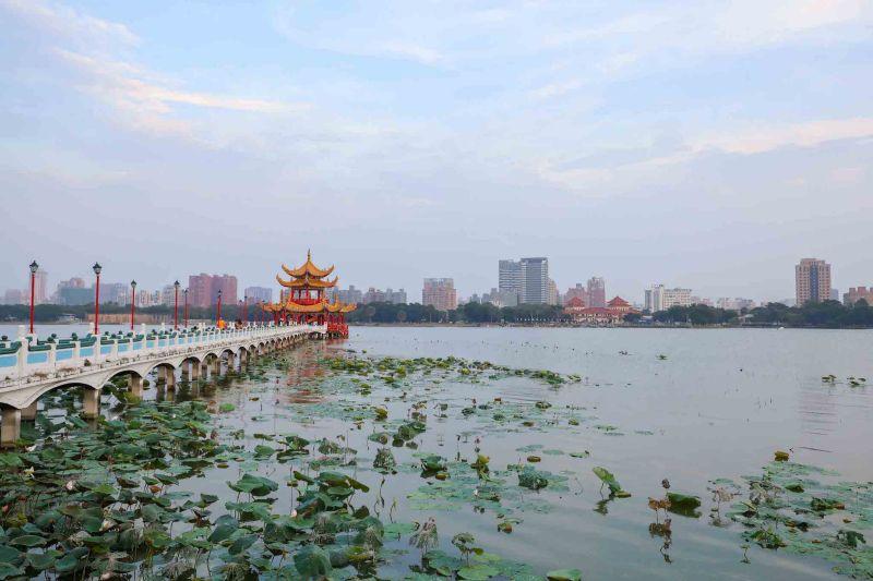 Lotus Pond Kaohsiung, Lotus Lake and Lotus Pond Kaohsiung how to visit