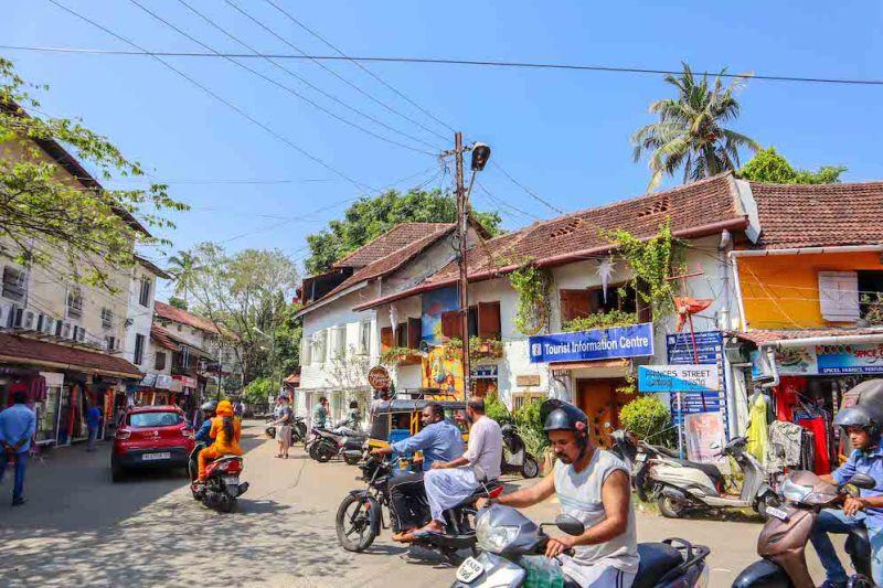 Kochi City traffic | 2 week south india itinerary