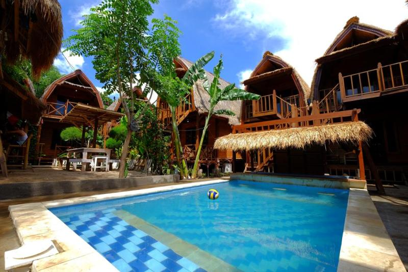 Deep House Bungalows and swimming pool | best accommodation on Gili Trawangan