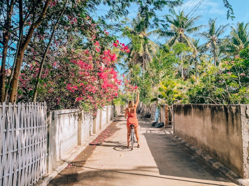 ellie quinn on bike in gili t with flowers | Gili T itinerary