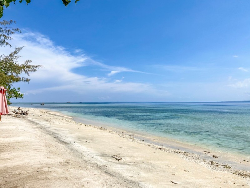 white sand and blue sea in Gili Air | things to do in Gili T