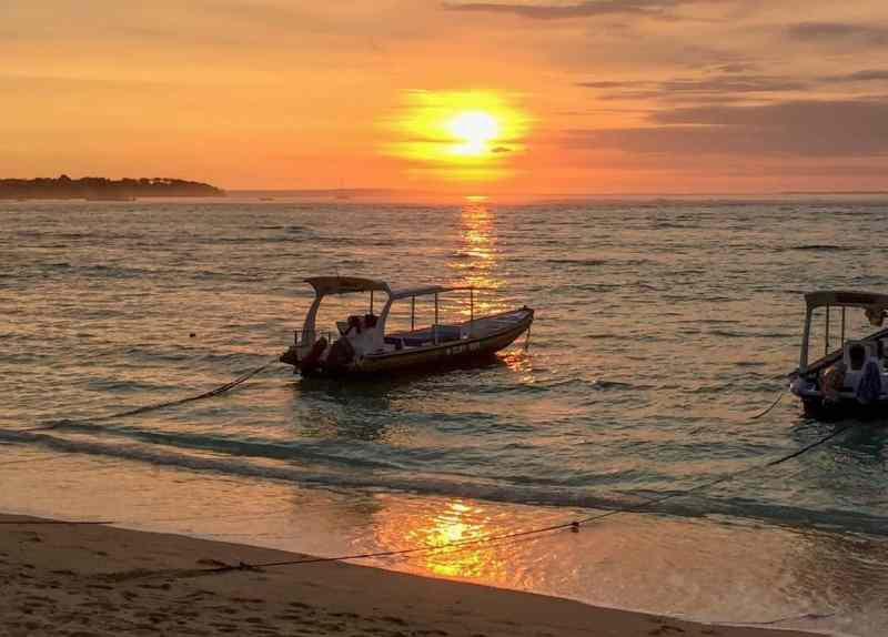 Jungut Beach Nusa Lemongan | Best Bali Sunset