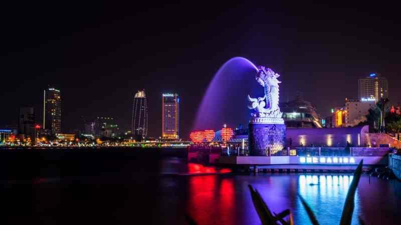 Things to do in Da Nang, Dragin Bridge Light and water show at night