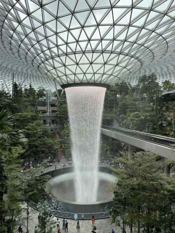 One Day in Singapore, Waterfall in Singapore Airport