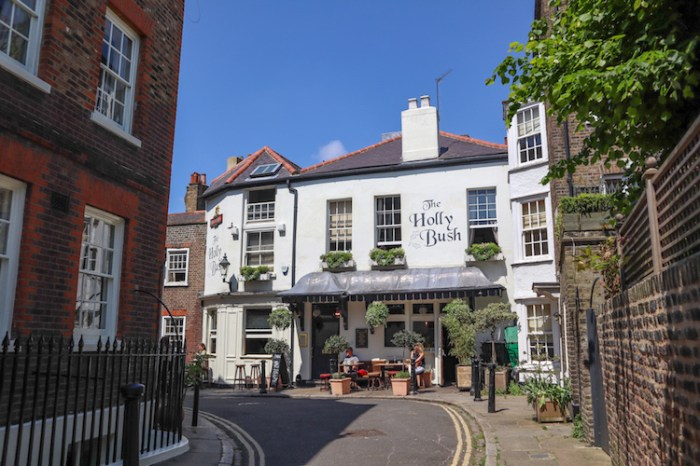 Things to do in Hampstead, Holly Bush Pub