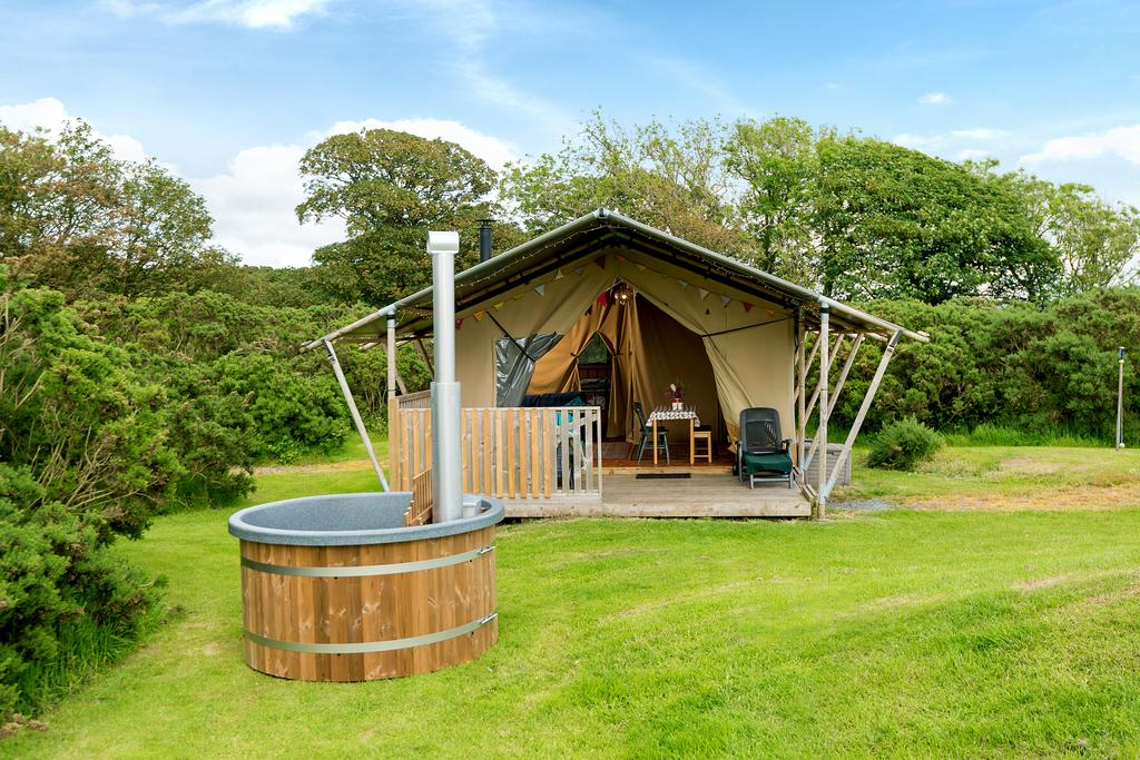 Kidwelly Glamping outside, glamping pod with hot tub wales