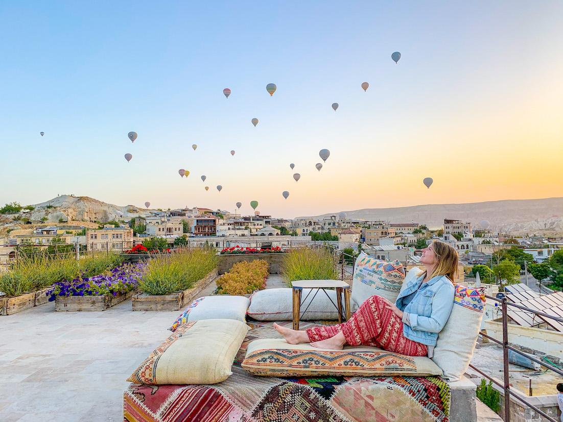 Cappadocia Itinerary, Cappadocia hotel balloon sunrise girl