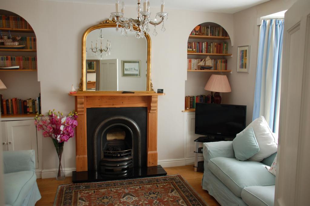 Woodbine Cottage Tenby Living Room