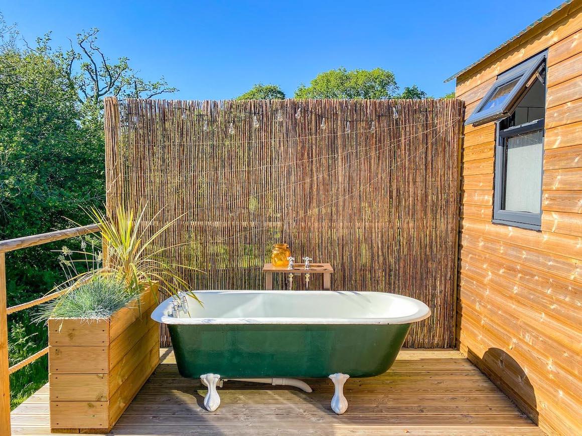Royal Oak Farm Devon Cabins Outdoor Bath