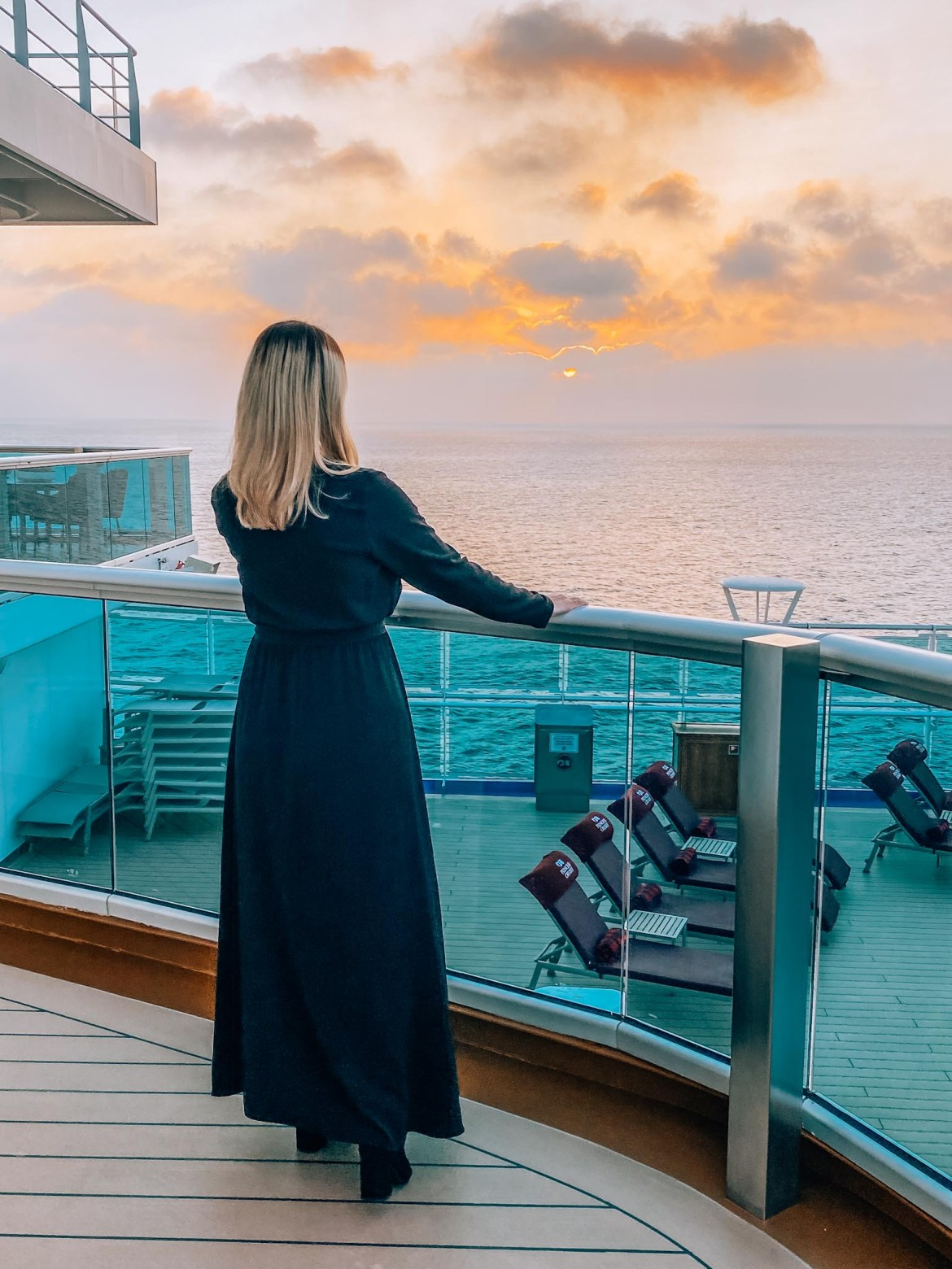 going on a cruise alone, woman