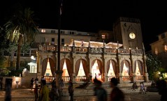l'elegante lungomare di Hvar città