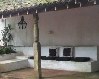 Welcoming bench, Lunuganga