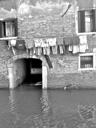 Sunday morning - on the sunny side, industrious housewives had already strung their first load of washing. i was struck by the tidiness of this line and it wasn't until I had the shot in my view-finder that I saw the pigeon pacing in the courtyard beyond the water gate.