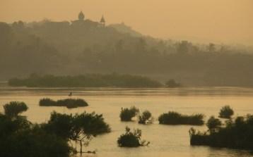 Through the Mist = Mekong Temple