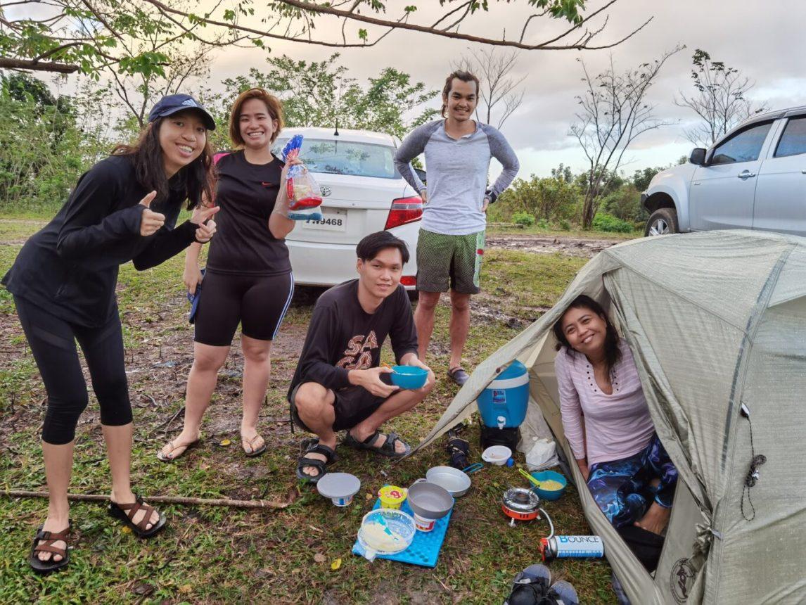 Breakfast before breaking camp