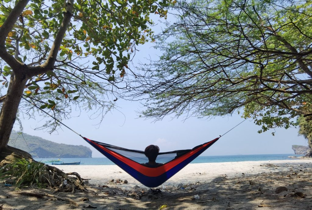 Using my Kaplag Outdoor hammock in Kaynipa Cove