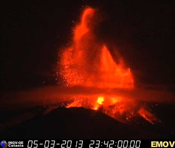 Lava fountains during March 5th paroxysm.
