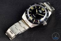 The Oris Divers Sixty-Five (With Metal Bracelet) [01 733 7707 4064-07 8 20 18] Face Up Laying on Bracelet