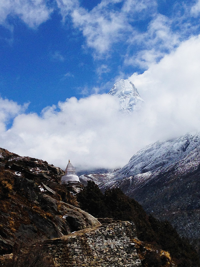 everest base camp trek stupa mountains