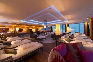 kaminfeuer_im_ruheraum_hotel_zuerserhof