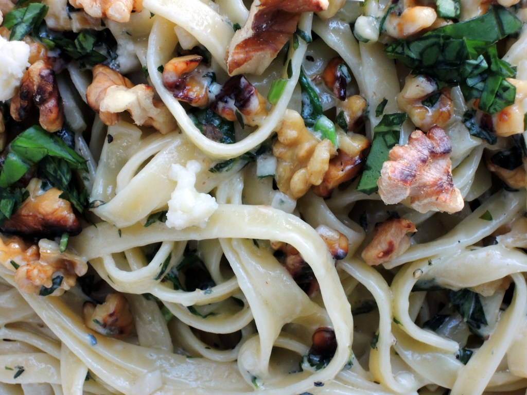Pasta, fettuccine with gorgonzola and walnuts 2