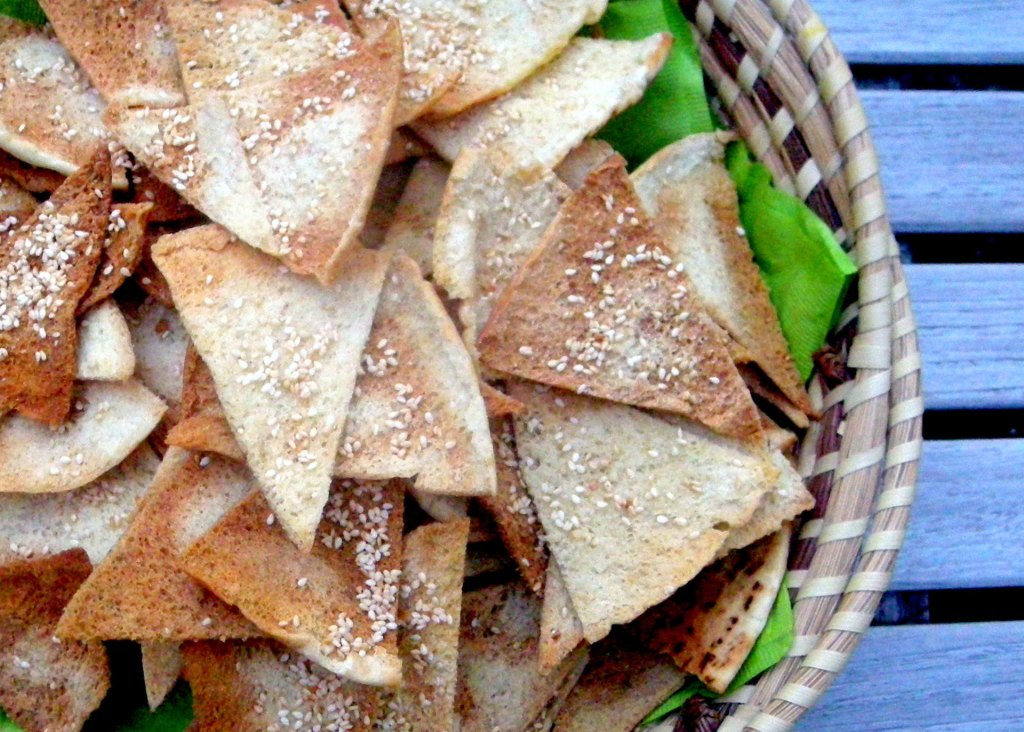 Appetizers, chips, crackers and other dunkers, pita toasts with bene seeds 4