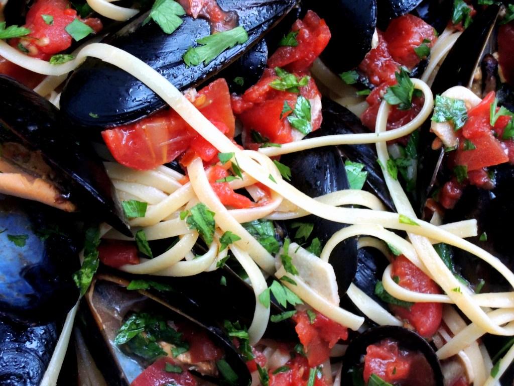 Pasta, linguine con le cozzi (with mussels) 3