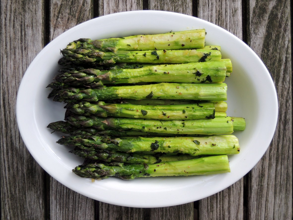 Vegetables, asparagus, roasted asparagus with garlic 1