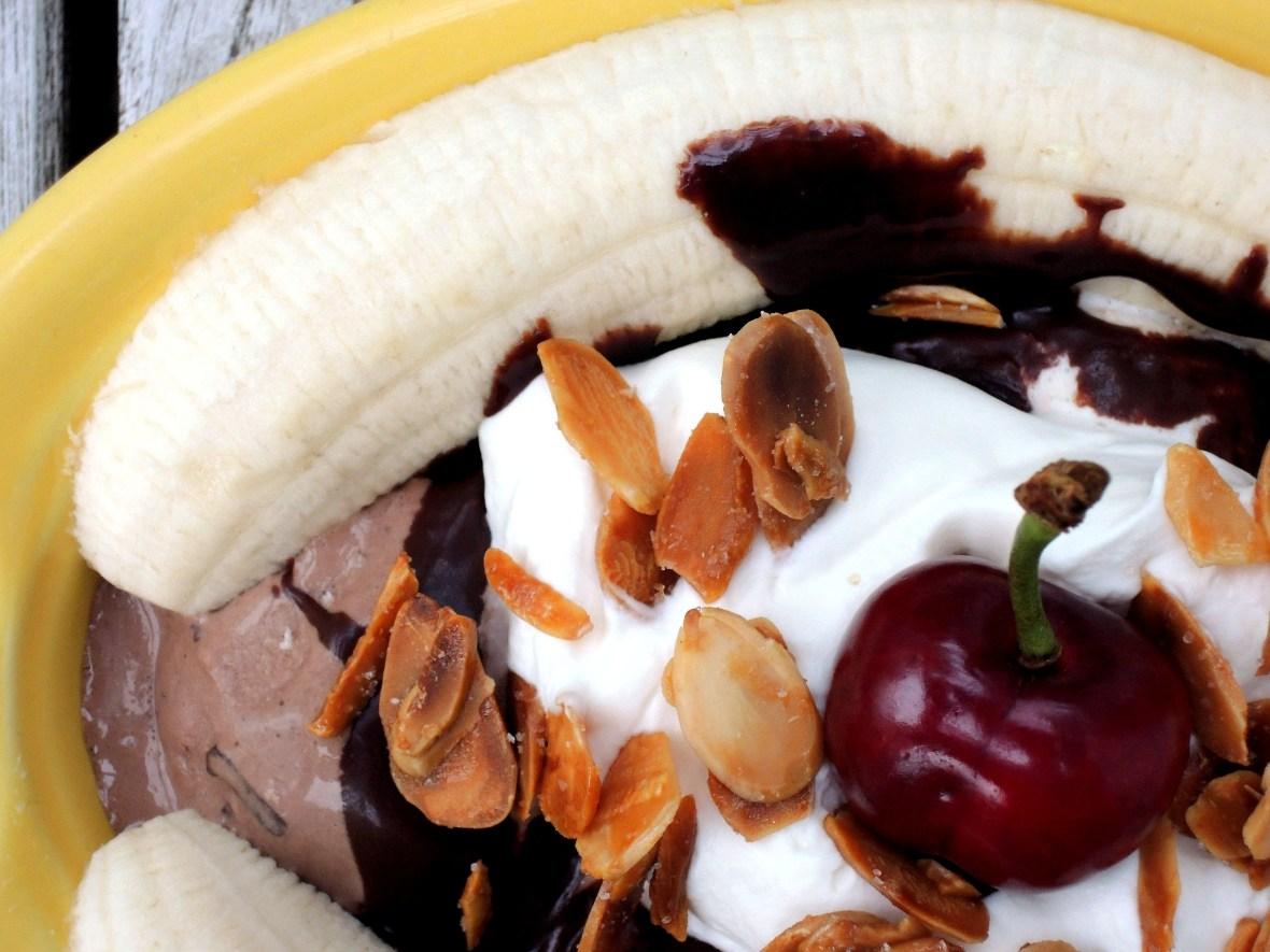 Desserts, ice cream sundaes, banana split 2