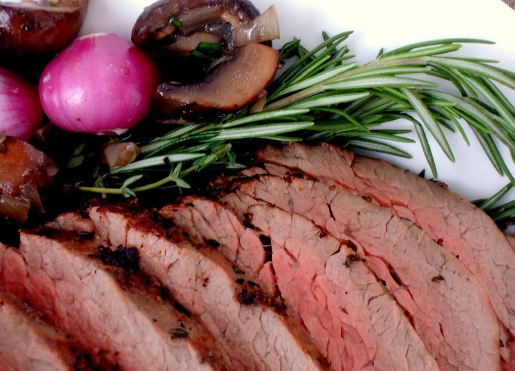 Beef, tenderloin, roasted with horseradish cream 2