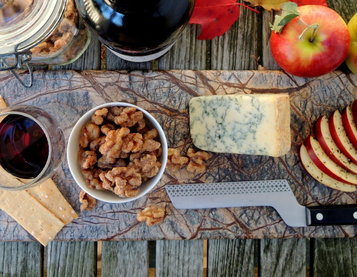 Desserts, cheese and fruit, apples with Stilton and Port 1