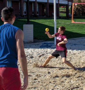 Andrew Peltier plays Spikeball