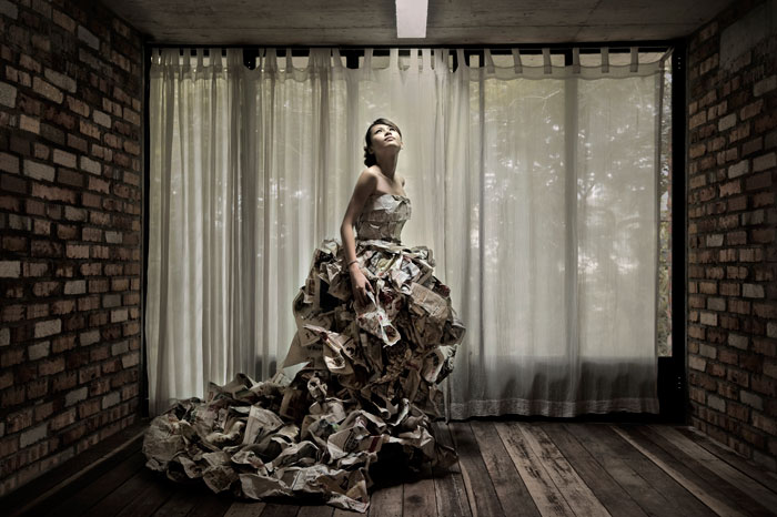 The Paper Gown. ©Avex Lim Photography. www.theweddingnotebook.com