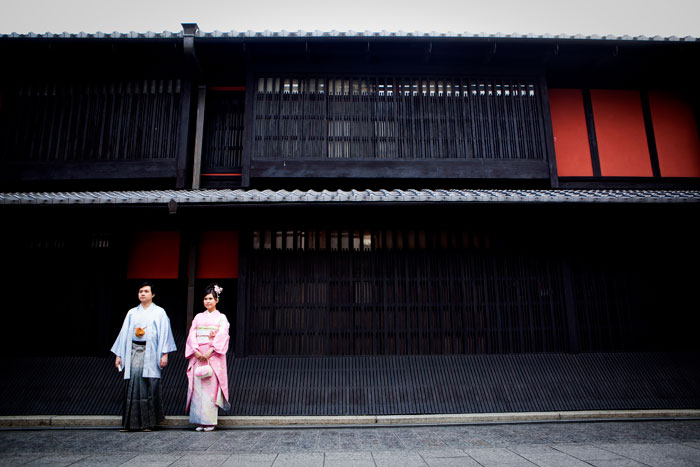 © Eyeshot Studio Photography. Destination bridal portraits at Gion District, Kyoto