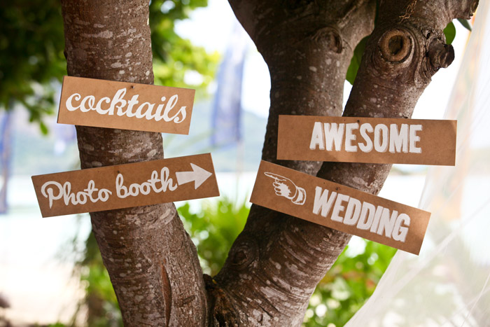 www.theweddingnotebook. Darren Jee Photography. Wooden signs