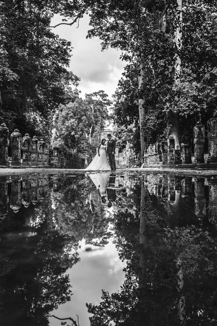 Destination bridal portraits at Siem Reap, Cambodia. Photography by Wainwright Weddings. www.theweddingnotebook.com