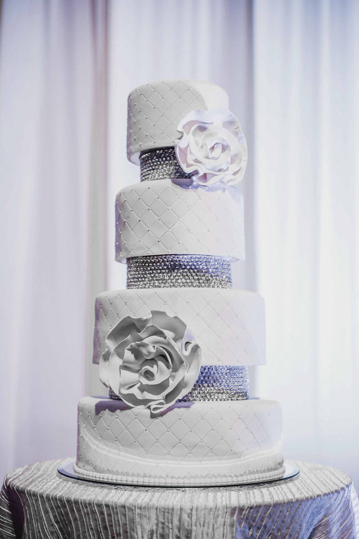 White and silver wedding cake. Photography by Creative Clicks. www.theweddingnotebook.com