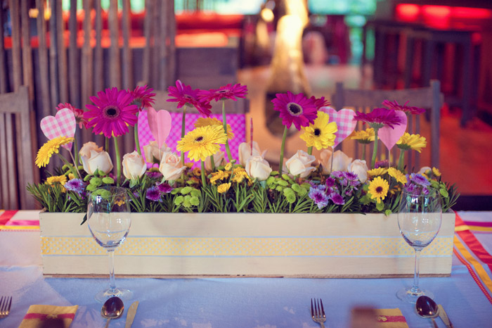 Colourful centrepiece. Daren Chong Photography. Wedding planning by Chic Occasions. www.theweddingnotebook.com