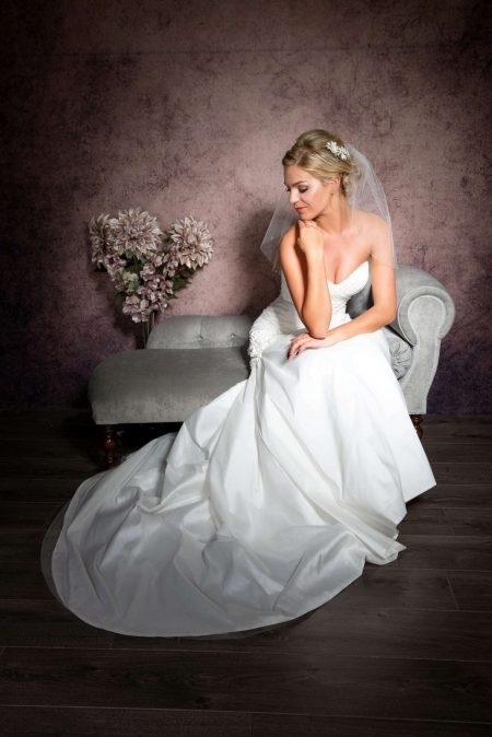 Pixie – shoulder length veil with scattered diamantes