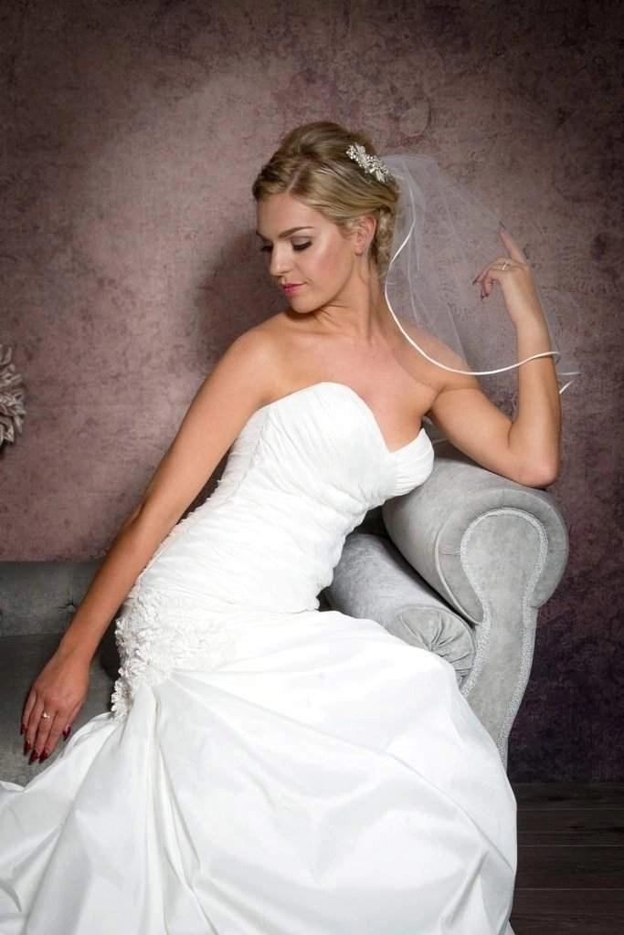 shoulder length veil with ribbon trim closeup