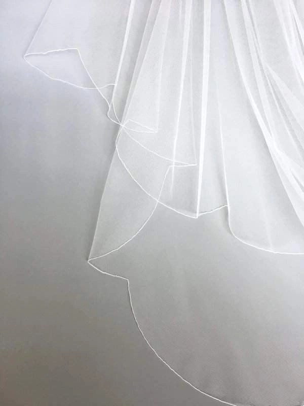scalloped edge on veil