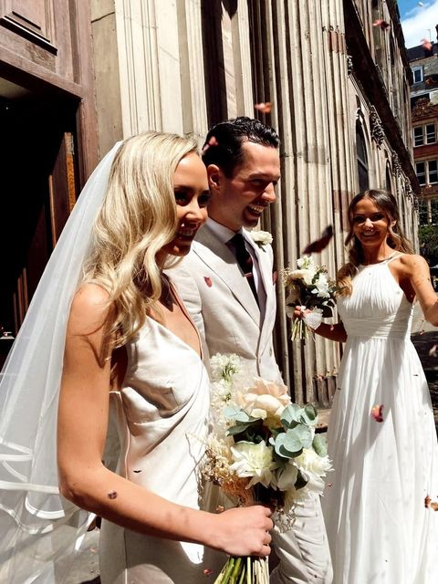 Real bride Sasha wears our Riannah veil in pale ivory italian tulle 4