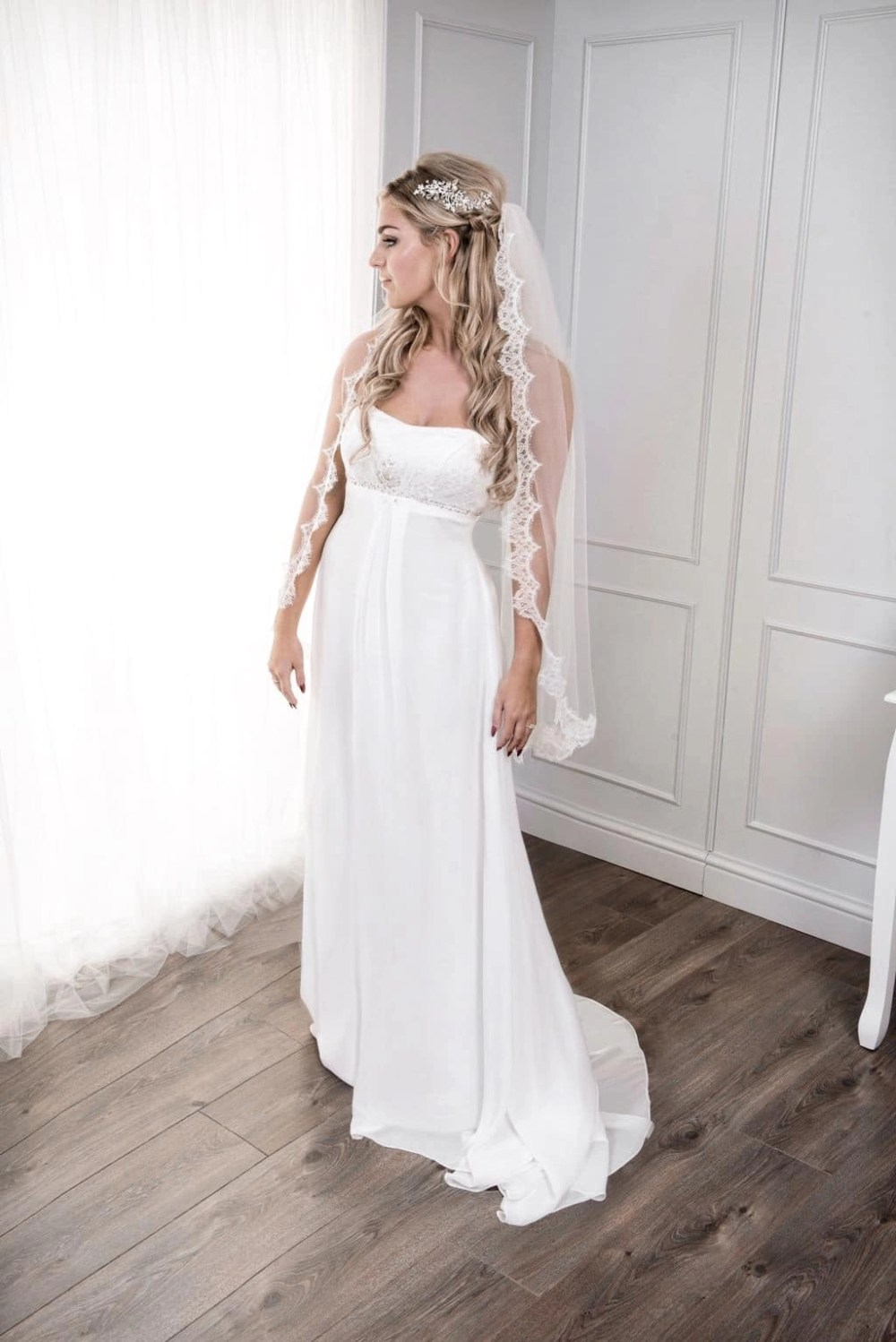 Bride in single layer fingertip length veil with French lace edge