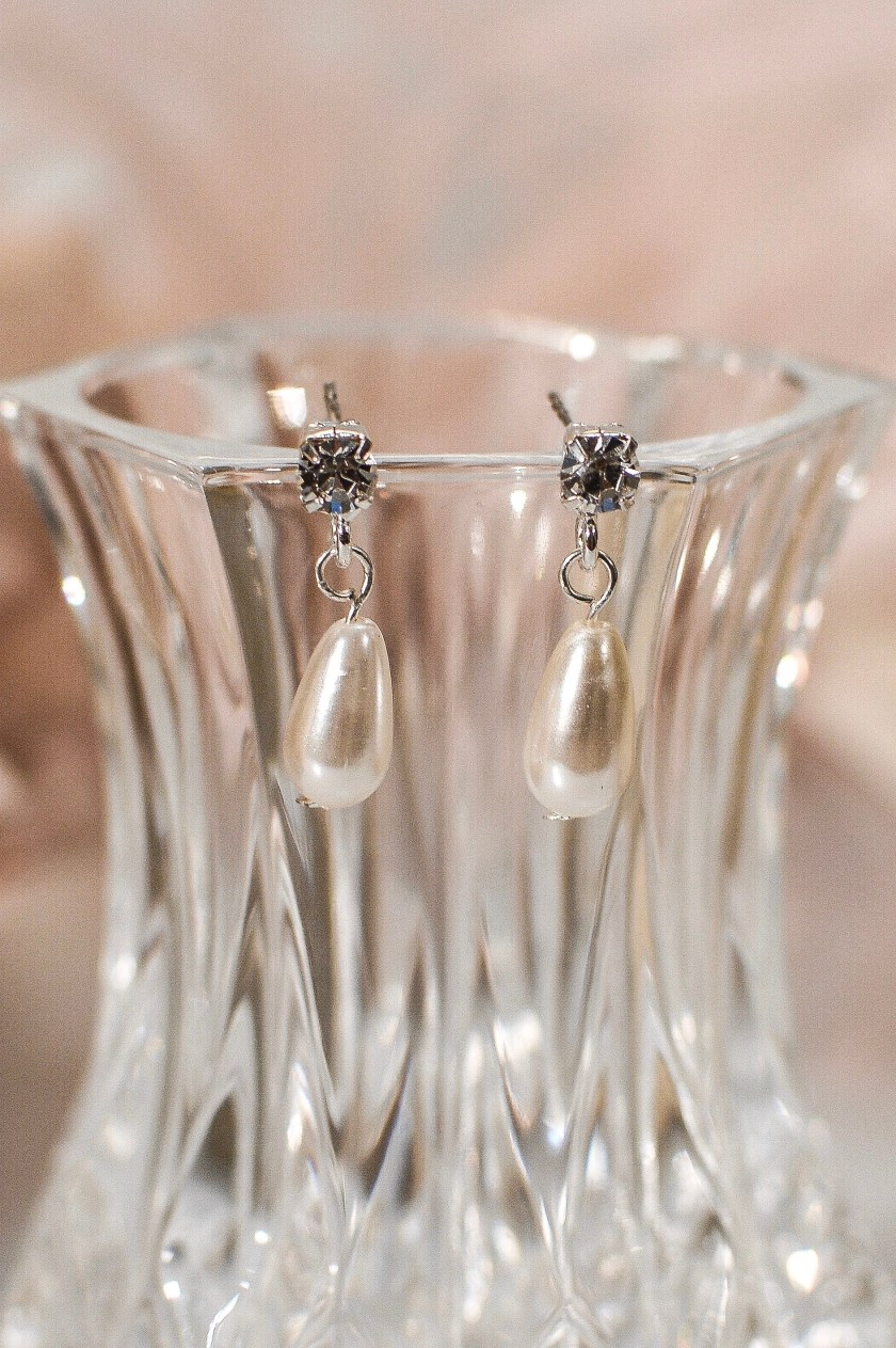 tls1519 earrings on glass closeup