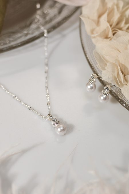 TLS1536 – necklace with a central pearl drop & matching earrings