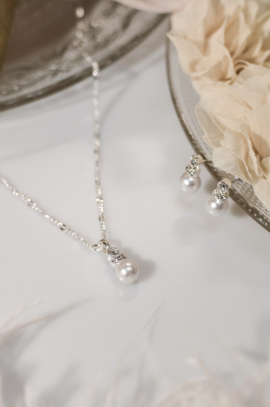 TLS1536 wedding jewellery set for brides with pearl and diamante details