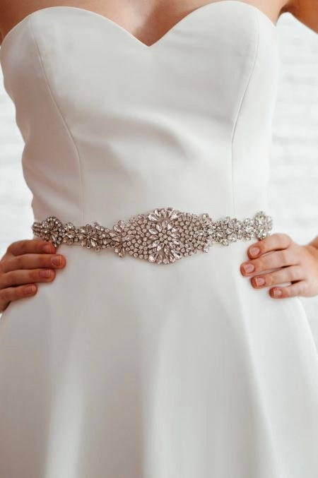 PBB1005 – dazzling crystal encrusted bridal belt with centre detail