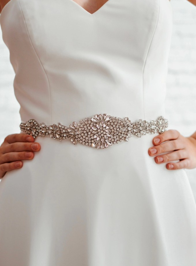pbb1005 - vintage style diamante bridal belt on model 2