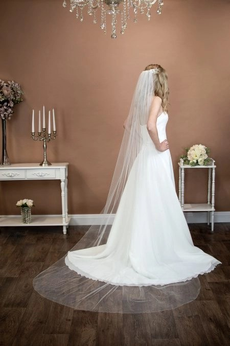 BIANCA – single layer chapel length veil with scattered diamantes